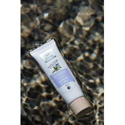 natural moisturizing cream with wild pansies