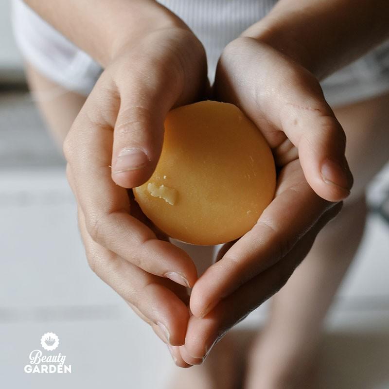 Nourishing solid balm